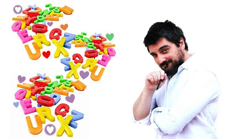 Trabajador Humanas con letras de abecedario para hablar de alfabetizacion emocional