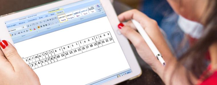 Chica con tablet donde está escrito ser multitarea sí funciona